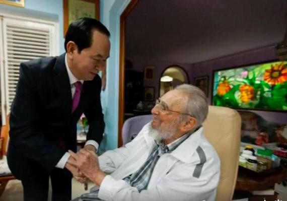 Presiden Tran Dai Quang melakukan kunjungan kehormatan kepada pemimpin Kuba, Fidel Castro - ảnh 1