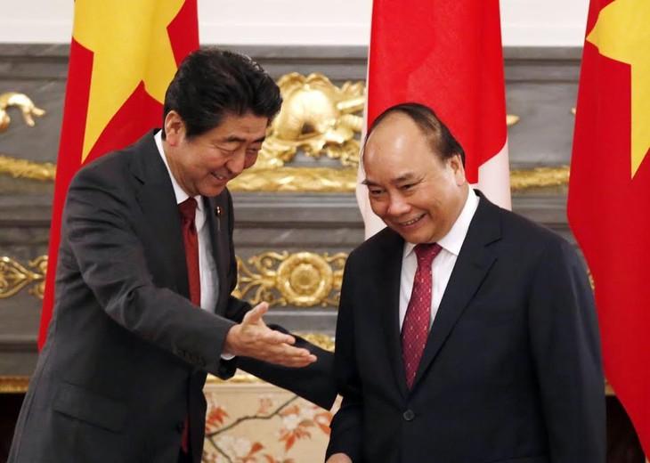 Media Jepang memuat secara menonjol pembicaraan tingkat tinggi antara PM Shinzo Abe dan PM Nguyen Xuan Phuc - ảnh 1