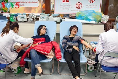 Aktivitas menyambut Hari Dunia memuliakan para pemberi donor darah (14/6) - ảnh 1