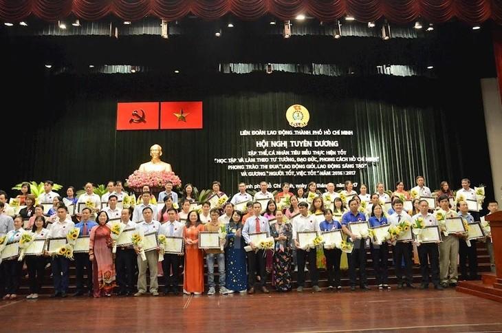 Memuji para kolektif dan perseorangan tipikal dalam belajar dan bertindak sesuai dengan keteladanan moral Ho Chi Minh - ảnh 1