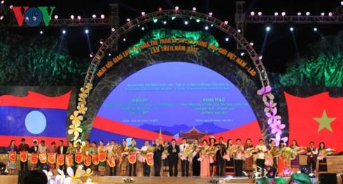 Pembukaan Hari Pesta temu pergaulan budaya, olahraga dan pariwisata di daerah perbatasan Vietnam-Laos - ảnh 1