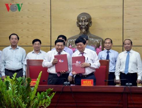 VOV menandantangani kerjasama komunikasi dengan provinsi Nghe An - ảnh 1