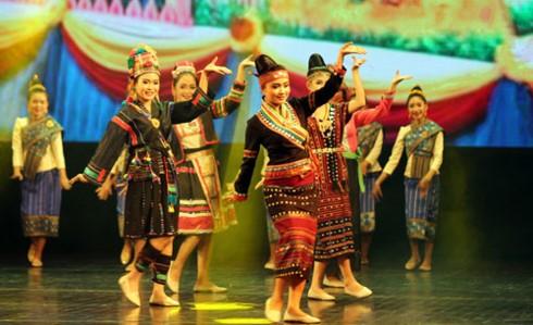 Aktivitas-aktivitas budaya dan kesenian memperingati ultah ke-55 Hari penggalangan hubungan diplomatik Vietnam-Laos - ảnh 1