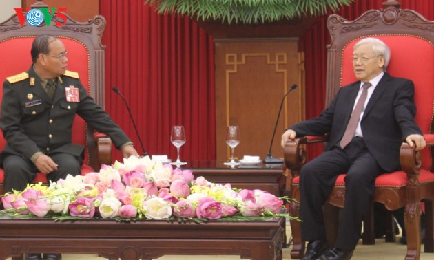 Tentara Vietnam dan Laos turut memupuk hubungan solidaritas istimewa Vietnam-Laos semakin berkembang - ảnh 1