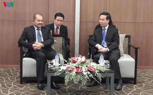 Kepala Departemen Komunikasi  dan Pendidikan KS PKV, Vo Van Thuong menerima delegasi Partai Rakyat Revolusiner Laos - ảnh 1