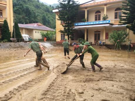 Bergotong royong mengatasi akibat di provinsi-provinsi di daerah pegunungan di Vietnam Utara - ảnh 1