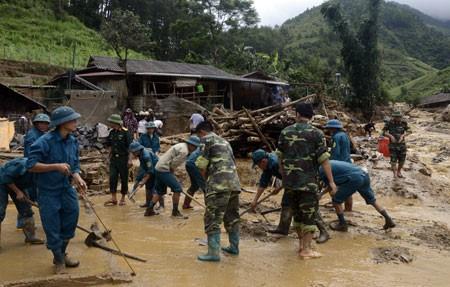 Bergotong royong mengatasi akibat di provinsi-provinsi di daerah pegunungan di Vietnam Utara - ảnh 2