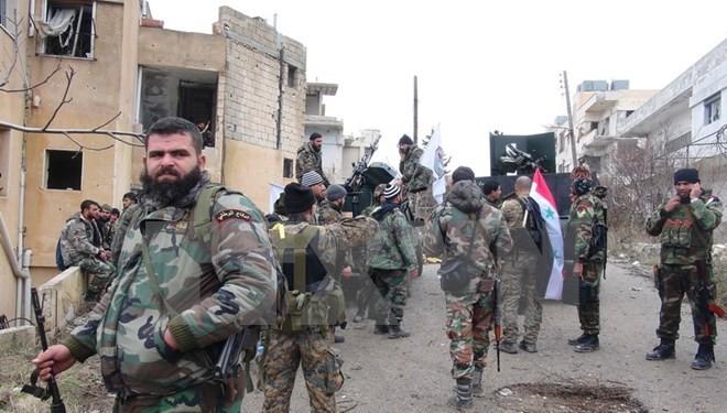 """Tentara Suriah menciptakan """"kakaktua raksasa"""" untuk memperketat IS - ảnh 1"""