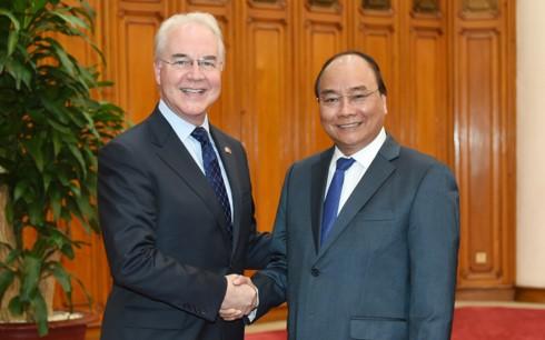 PM Vietnam, Nguyen Xuan Phuc menerima Menteri Kesehatan dan Kesejahteraan Manusia AS - ảnh 1