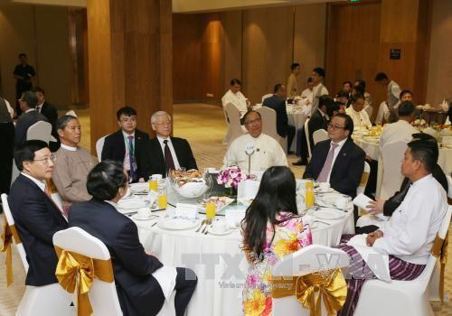 Sekjen KS PKV, Nguyen Phu Trong melakukan pertemuan dengan badan-badan usaha Vietnam dan Myanmar - ảnh 1