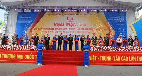 Pembukaan Pekan Raya Internasional Vietnam-Tiongkok 2017 di Provinsi Lao Cai - ảnh 1