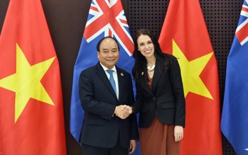 PM Nguyen Xuan Phuc menemui pimpinan perekonomian-perekonomian sehubungan dengan Pekan Tingkat Tinggi APEC - ảnh 1