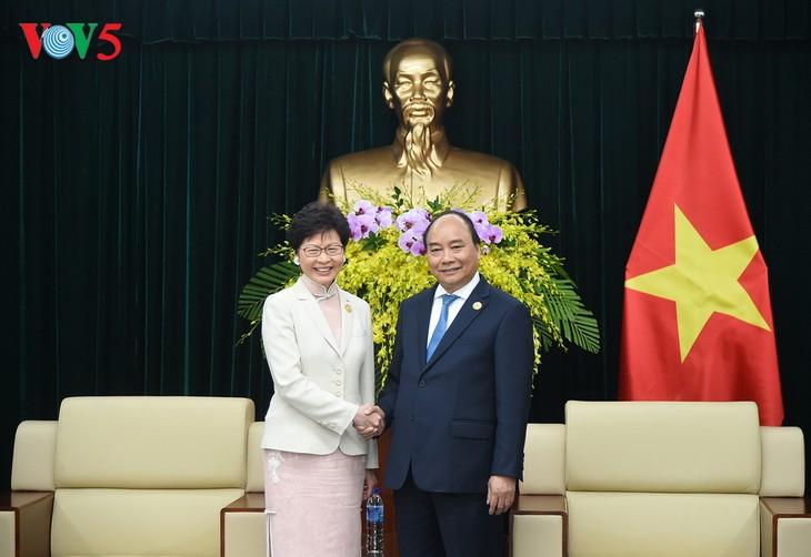 PM Vietnam, Nguyen Xuan Phuc menerima Kepala Zona Administrasi Istimewa Hongkong, Tiongkok - ảnh 1