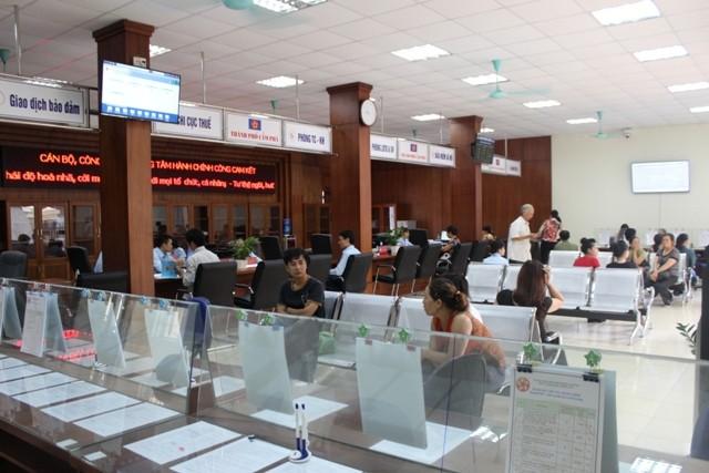 Provinsi Quang Ninh melakukan reformasi prosedur administrasi untuk kebutuhan warga dan badan usaha - ảnh 2