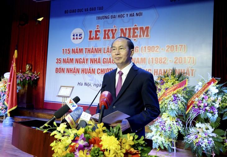 Presiden Vietnam, Tran Dai Quang menghadiri acara peringatan ultah ke-115 berdirinya Sekolah Tinggi Kedokteran Hanoi - ảnh 1