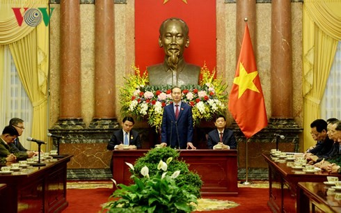 Presiden Vietnam, Tran Dai Quang menerima delegasi warga negara Laos yang berjasa kepada revolusi Vietnam - ảnh 1