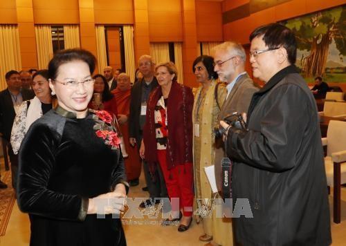 Ketua MN Nguyen Thi Kim Ngan menerima para anggota Pengurus Besar Dewan Perdamaian Dunia - ảnh 1