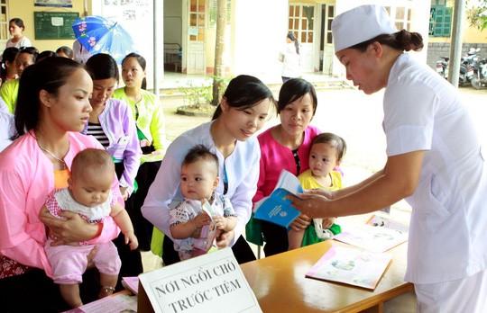 Usia yang mendapat suntikan vaksin untuk anak dari 9 bulan menjadi 6  bulan akan turun - ảnh 1