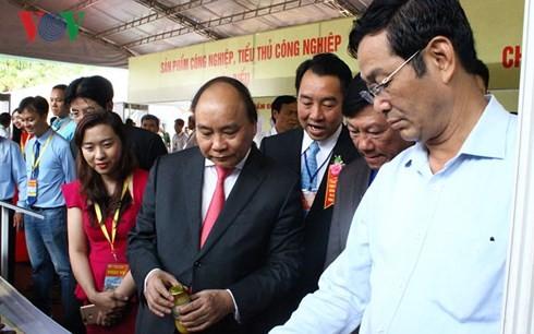 PM Vietnam, Nguyen Xuan Phuc: Provinsi Vinh Long perlu membuat rangkai kombinasi di bidang pertanian dengan pola 6 faktor - ảnh 1