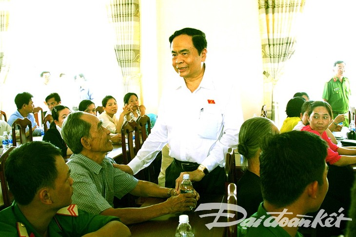 Ketua Pengurus Besar Front Tanah Air Vietnam, Tran Thanh Man melakukan kontak dengan para pemilih di Kota Can Tho - ảnh 1