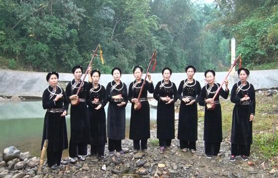 Mengkonservasikan budaya etnis-etnis minoritas melalui memasukkan bahasa etnis minoritas ke dalam program pendidikan di Universitas Thai Nguyen - ảnh 1