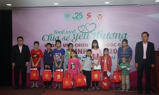 """Perjalanan Merah 2018 """"Perjalanan berbagi kasih sayang"""" di Kota Ho Chi Minh - ảnh 1"""