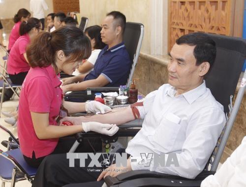 Kantor Pemerintah Viet Nam mengadakan acara menyumbangkan donor darah sukarela - ảnh 1