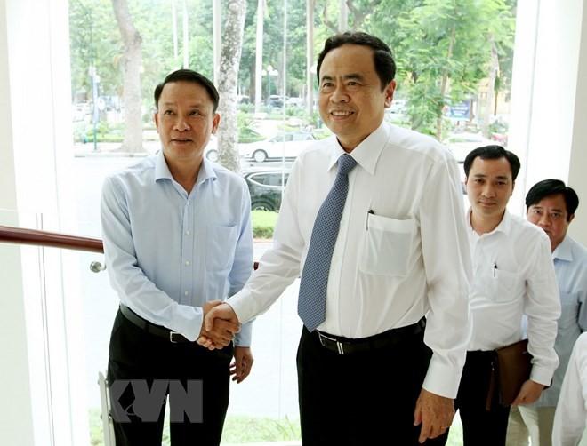Ketua Pengurus Besar Front Tanah Air Viet Nam, Tran Thanh Man menyampaikan ucapan mengucapkan selamat kepada kantor-kantor pemberitaan sehubungan Hari Pers Revolusioner Viet Nam (21/6) - ảnh 1