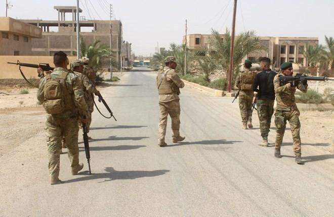 Para militan IS membunuh 2 sopir dan menculik 15 orang lain di Irak - ảnh 1
