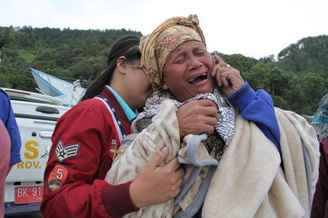 Jumlah orang hilang dalam tenggelamnya perahu di Indonesia terus meningkat - ảnh 1