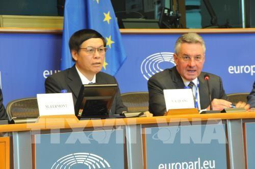 Viet Nam menjamin lingkungan investasi dan bisnis yang terbuka bagi badan-badan usaha Uni Eropa - ảnh 1