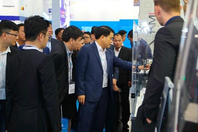 Delegasi Kota Ha Noi menghadiri Pekan Raya Teknologi Otomatis - ảnh 1