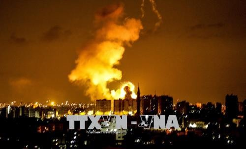 Tentara Israel membenarkan telah melakukan serangan udara yang kena pada sasaran-sasaran Hamas di Jalur Gaza - ảnh 1