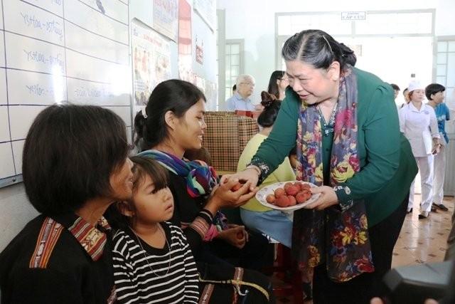 Wakil Ketua MN Viet Nam, Tong Thi Phong melakukan kunjungan kerja di Provinsi Gia Lai - ảnh 1