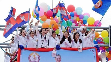 Aktivitas Parlemen Kamboja angkatan V berhenti, membuka proses pemilu Parlemen angkatan baru - ảnh 1