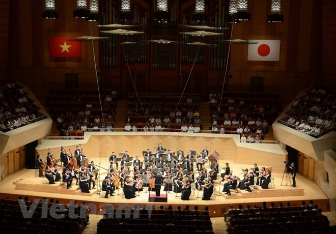 Konser musik memperingati ultah ke-45 penggalangan hubungan diplomatik Viet Nam – Jepang - ảnh 1