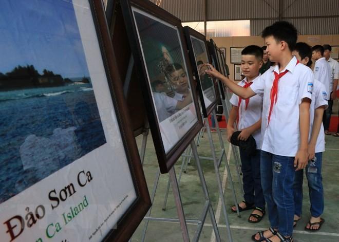 "Pameran dokumen ""Hoang Sa, Truong Sa milik wilayah Viet Nam: Bukti-bukti sejarah dan hukum"" - ảnh 1"
