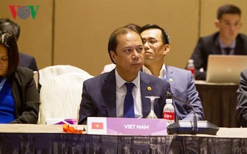 Membangun Komunitas ASEAN yang menuju ke rakyat dan tanpa senjata nuklir - ảnh 1