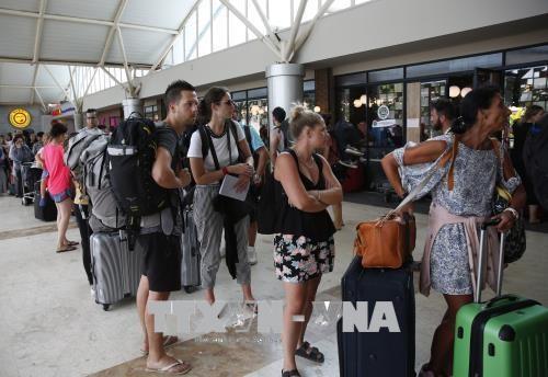 Gempa bumi di Indonesia: Lebih dari 2.000 wisatawan diungsikan ke tempat aman - ảnh 1