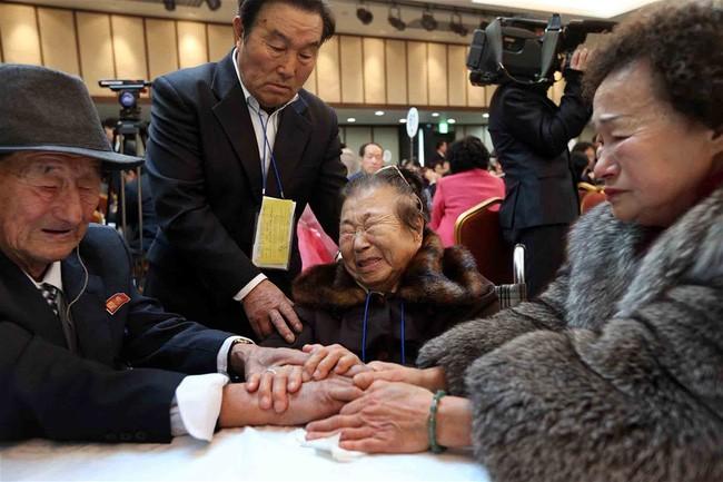 Dua bagian negeri Korea menyelesaikan daftar keluarga-keluarga yang terpisah dalam perang yang bisa melakukan reuni keluarga - ảnh 1