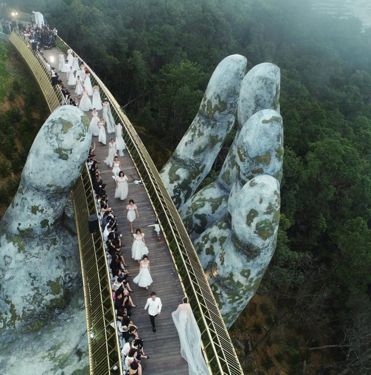 Jembatan emas – Satu adikarya baru di Bukit Ba Na  (Ba Na Hills) - ảnh 9