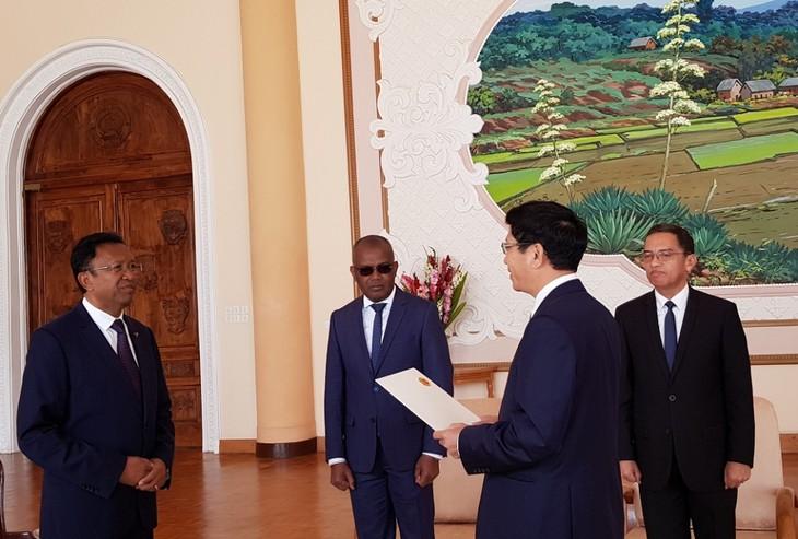 Madagaskar menghargai dan ingin mendorong hubungan persahabatan tradisional dan kerjasama yang baik dengan Viet Nam - ảnh 1