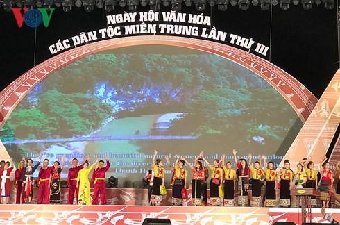 Pembukaan Pesta Budaya ke-3 etnis-etnis minoritas di Viet Nam Tengah  tahun 2018 - ảnh 1