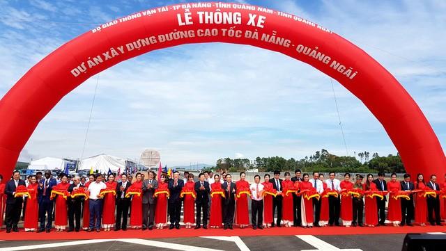 Deputi PM Viet Nam, Trinh Dinh Dung menghadiri acara peresmian jalan tol Da Nang- Quang Ngai - ảnh 1