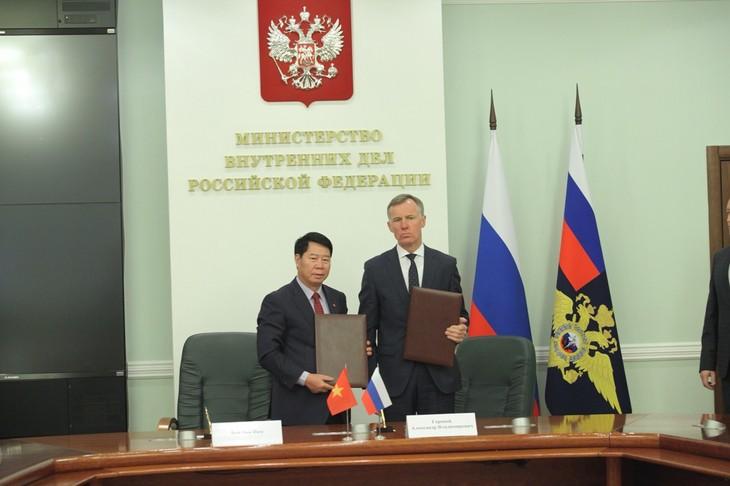 Kementerian Keamanan Publik Viet Nam dan Kementerian Dalam Negeri Federasi Rusia memperkuat kerjasama  - ảnh 1