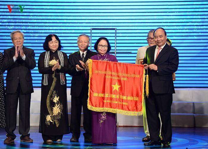 Acara penyampaian Gelar Pahlawan Angkatan Bersenjata Rakyat kepada Radio Giai Phong - ảnh 1