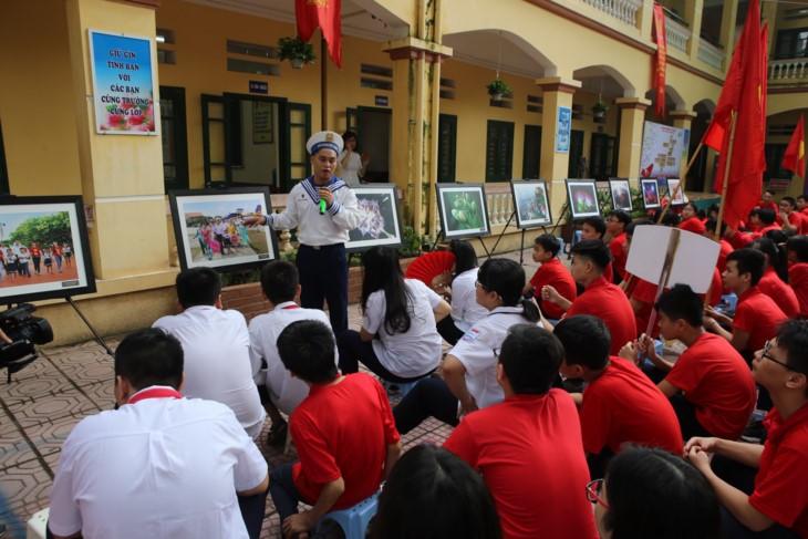 1000 pesan kasih sayang dari para pelajar Ibukota sehubungan dengan hari pembukaan tahun ajar baru untuk berkiblat ke Kepulauan Truong Sa - ảnh 3