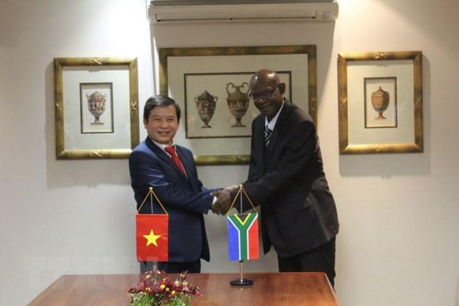Viet Nam dan Afrika Selatan menandatangani naskah MoU tentang kerjasama dalam menanggulangi kriminalitas - ảnh 1