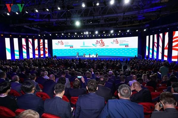 Masalah-masalah internasional yang penting disinggung pada Forum Ekonomi Ketimuran kali ke-4  - ảnh 1