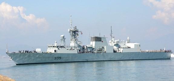 Armada kapal Angkatan Laut Kerajaan Kanada melakukan kunjungan kehormatan di Kota Da Nang - ảnh 1